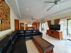 House for rent Jomtien Pattaya showing the living, dining and kitchen areas