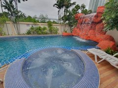 House for rent Jomtien Pattaya showing the water fall and Jacuzzi pool