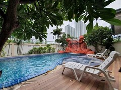 House for rent Jomtien Pattaya showing the poolside terraces