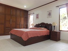 House for rent Bangsaray Pattaya showing the master bedroom