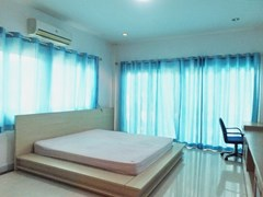 House for rent East Pattaya showing the master bedroom