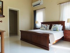 House For rent East Pattaya showing the second bedroom with walk-in wardrobes