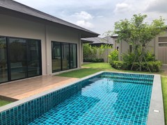 House for rent Huay Yai Pattaya showing the house and pool