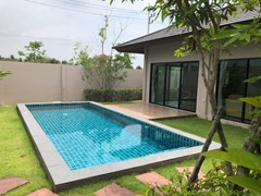 House for rent Huay Yai Pattaya showing the pool and terrace