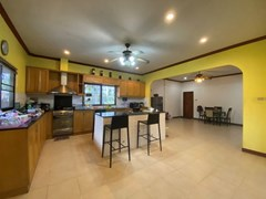 House for rent Mabprachan Pattaya showing the kitchen and dining areas