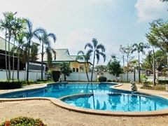House for rent East Pattaya showing the communal swimming pool