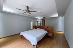 House for rent Pattaya showing the master bedroom suite