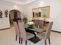 House for rent at View Talay Villas Jomtien showing the dining area
