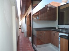 House for rent at View Talay Villas Jomtien showing the Thai kitchen