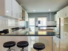 House for sale East Pattaya showing the kitchen with breakfast bar