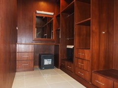 House for sale East Pattaya showing the walk-in wardrobe
