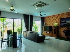House for sale Huay Yai Pattaya showing the living and dining areas