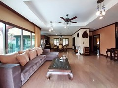 House for sale Huai Yai Pattaya showing the living and dining areas