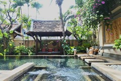 House for sale Jomtien showing the sala and pool