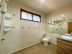 House for sale Jomtien showing the second bathroom