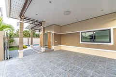 House for sale Pattaya Mabprachan showing the carport and terrace