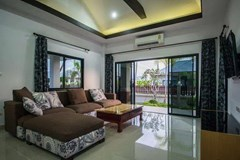 House for sale Na Jomtien Pattaya showing the living room