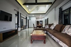 House for sale Na Jomtien Pattaya showing the open plan concept