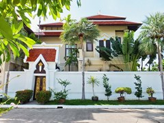 House for sale at Na Jomtien showing the house frontage