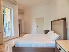 House for sale Nongpalai Pattaya showing the master bedroom suite