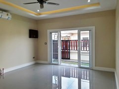 House for sale at Nongpalai Pattaya showing the entrance and living room