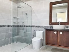 House for sale at Nongpalai Pattaya showing the master bathroom