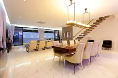 House for sale Pratumnak Hill Pattaya showing the dining and living areas
