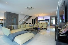 House for sale Pratumnak Hill Pattaya showing the open plan concept
