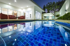 House for sale Pratumnak Pattaya showing the pool at night time