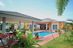 House for sale Siam Royal View Pattaya showing the house pool and sala