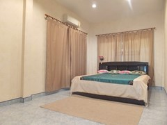 House for sale WongAmat Pattaya showing the master bedroom