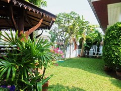House for sale East Pattaya showing the nice garden