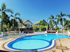 House for sale East Pattaya showing the communal swimming pool