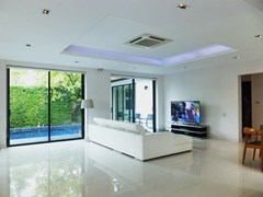 House for sale East Pattaya showing the living room pool view