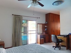 House for sale East Pattaya showing the master bedroom with office area