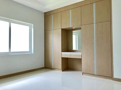 House for sale East Pattaya showing the third bedroom with built-in wardrobes