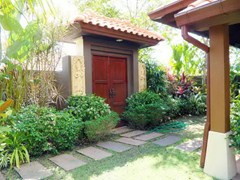 House for sale Huay Yai Pattaya showing the Thai Bali entrance