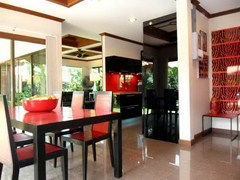 House for sale Huay Yai Pattaya showing the dining and kitchen area