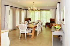House for sale Na Jomtien Pattaya showing the dining room
