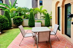 House for sale Na Jomtien Pattaya showing the terrace and garden
