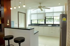 House for sale Pattaya showing the kitchen with breakfast bar
