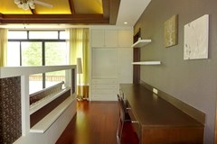 House for sale Pattaya showing the master bedroom with office area