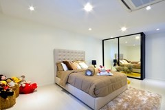 House for sale Pratumnak Pattaya showing the 4th bedroom