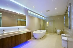 House for sale Pratumnak Pattaya showing the master bathroom