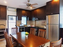 House for sale Pattaya Bangsaray showing the dining and kitchen areas