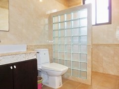 House for sale Pattaya Bangsaray showing the third bathroom