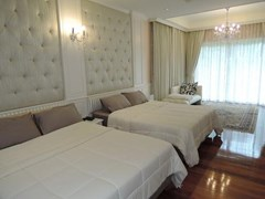 House for Rent Jomtien Park Villas Pattaya showing the master bedroom suite