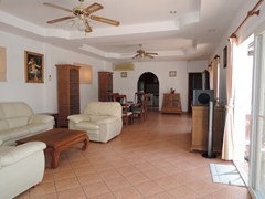 House for rent East Pattaya showing the open plan living area