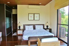 House for sale Pattaya Horseshoe Point showing a further bedroom