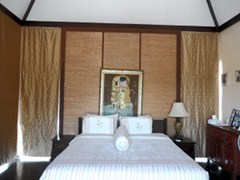 House for sale Pattaya Horseshoe Point showing the master bedroom